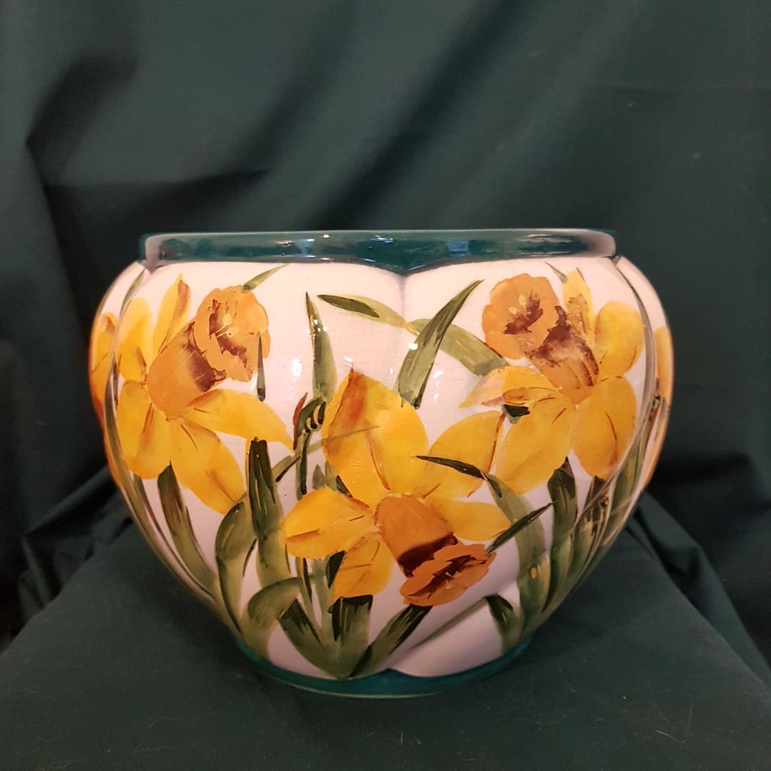 A Wemyss ware Daffodil pattern jardiniere