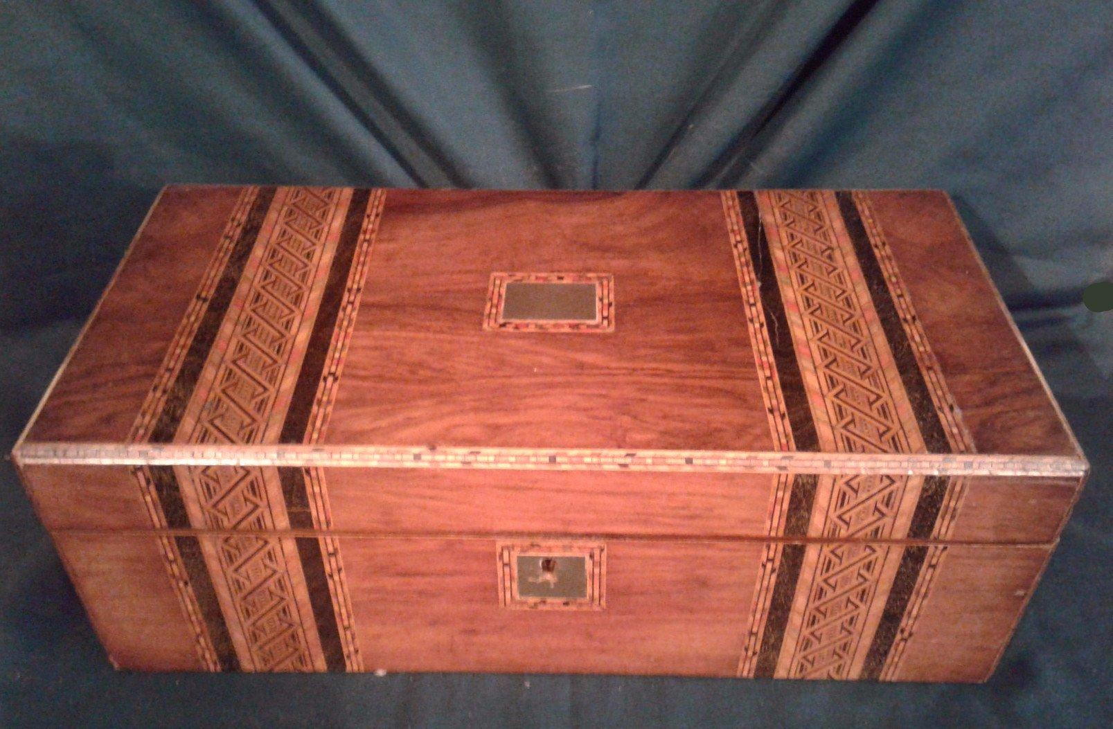 Victorian large Walnut lap desk