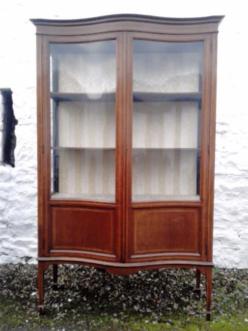 Large Edwardian mahogany serpentinedisplay cabinet