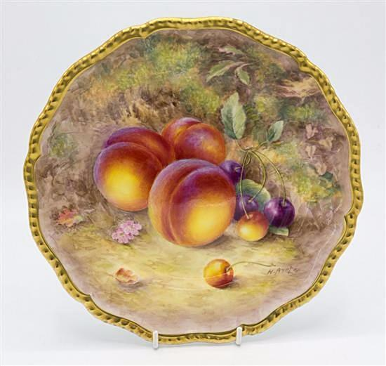 A Worcester fruits cabinet plate.